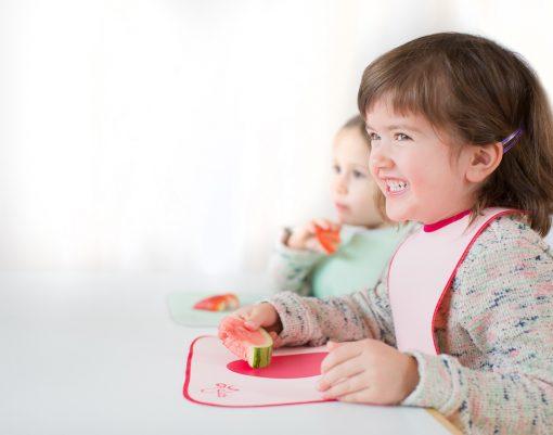 Lätzchen von LaLatz, Seitenansicht, rosa mit pink